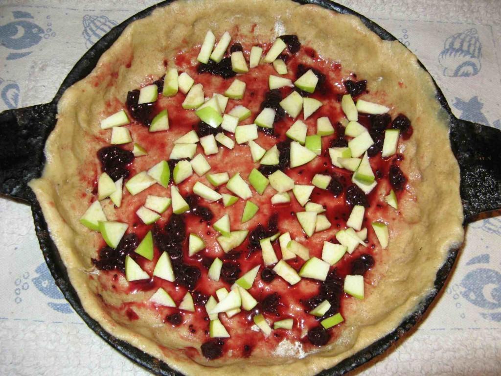 пирог с начинкой из черники и яблок