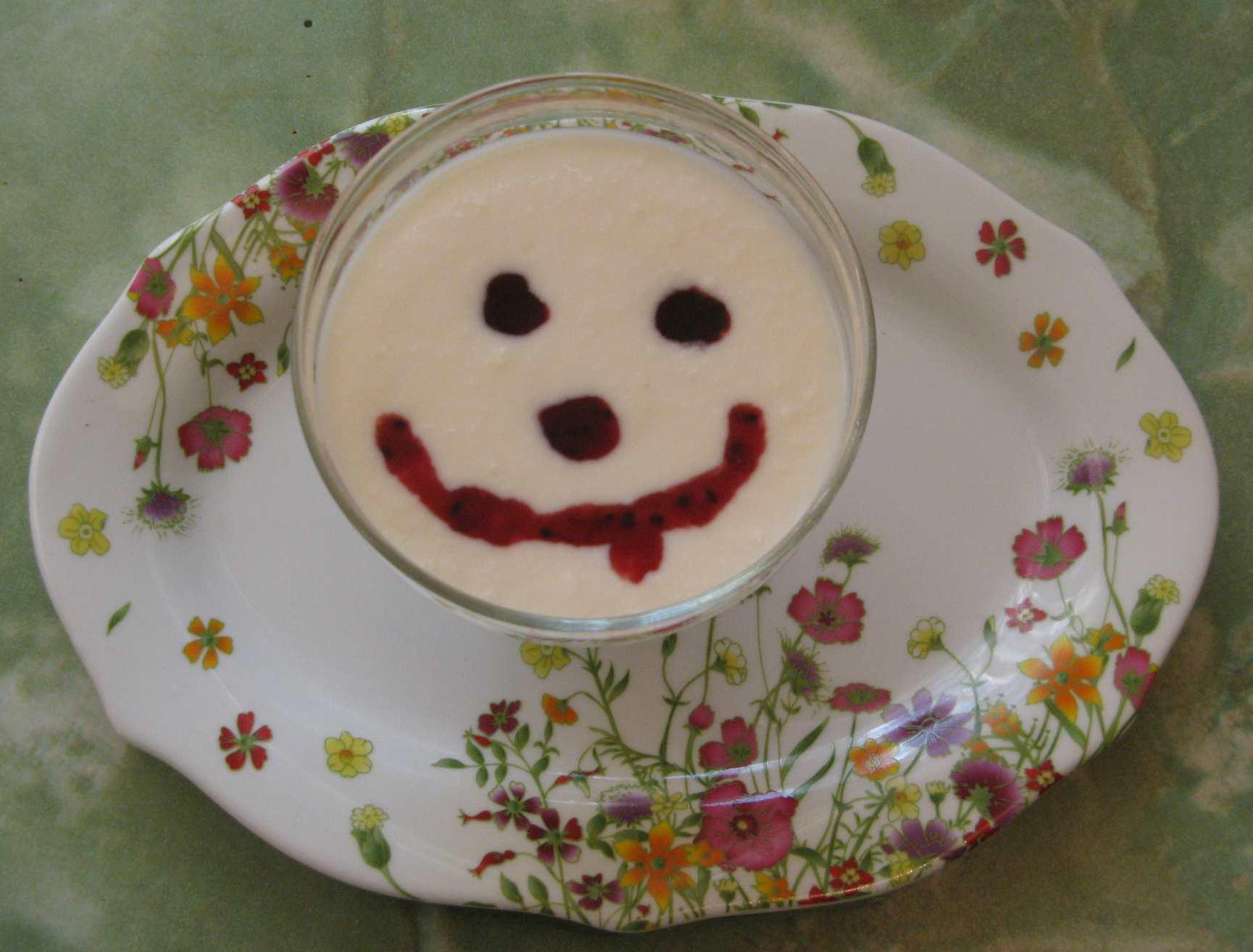 йогурт с вишнёвым сиропом
