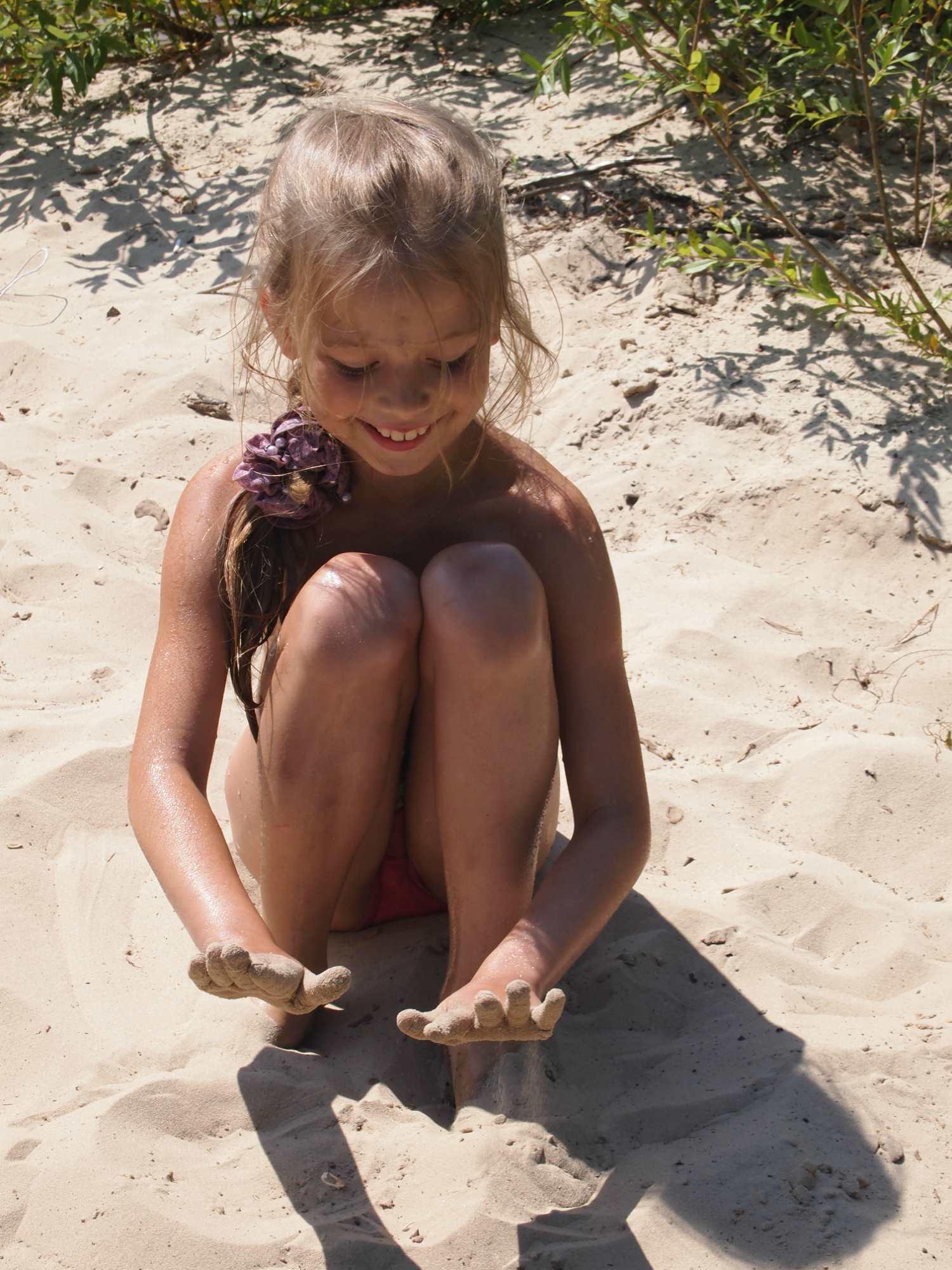 варя и песок